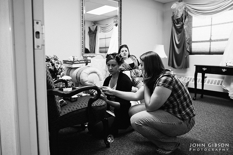 Bride & bridesmaids getting ready for the big day